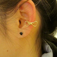 Geometric bow ear cuff