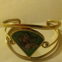 Pretty gold colored rose inlaid armlet