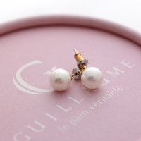 simple fresh water PEARL stud earrings | girlsluv.it