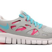 Amazon.com: NIKE FREE RUN 2.0 (GS) BIG KIDS 477701-007 (4, METALLIC PLATINUM/TIDE POOL BLUE-PINK FLASH-WHITE): Shoes