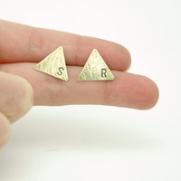 Personalized Triangle Stud Earrings - Hand Stamped Hammered Rustic Patina Raw Brass Earrings - Modern Geometric Jewellery - Valentine&#x27;s Day