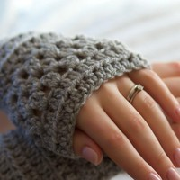 Grey Crochet Wrist Warmers on Luulla
