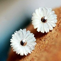 Fashion Shell daisy  stud   earrings  from looback