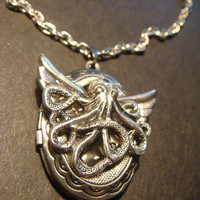 Victorian Style Steampunk  Flying Octopus Locket Necklace (829)
