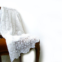 Vintage Hand Crocheted Tablecloth Round