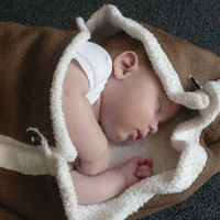 SOFTY Knitted Baby Blanket in pure white and teddy bear by foldi