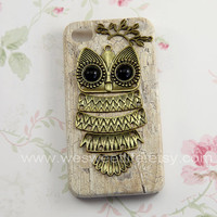 Owl Iphone 4 case, Iphone 4s Case, Iphone Case, white Iphone 4 cases, Vintage style owl with Brass Branch Hard Case Cover
