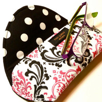 Eyeglasses Case with Magnetic Closure in Pink and Black Damask