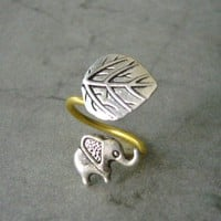 Silver Elephant Ring With A Leaf on Luulla
