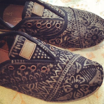 Toms Hand Decorated by Miscalainey on Etsy