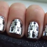 Skull Manicure - Naughty Girl!