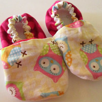 Owl Soft Baby Girl Shoes / Owl Baby Booties / Soft Baby Girl Shoes / Cotton Baby Slippers / Sizes 0 - 24 months available