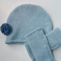 Lambswool Cloche Hat with Removable Flower and Matching Texting Gloves