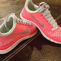 BRAND NEW WOMEN'S NIKE FREE 3.0 RUNNING SHOES!! ADORABLE, RARE COLOR COMBO!!