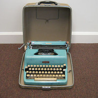 Vintage Royal Quiet De Luxe Typewriter With Original Hard Case See Pics *15