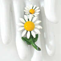 Vintage Daisy Flower Brooch White Flower 1960s by NewToYouJewelry