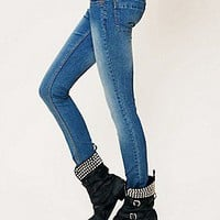 Free People  Clothing Boutique > Lightweight Stretch Skinnies