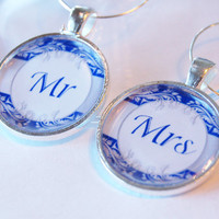 Wedding Wine Charms, Mr Mrs Wine Charms, Wine Charms, barware, Wedding Shower, Bridal Shower, table setting, navy, silver plate (2093)