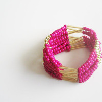 Beads bracelet neon pink with golden accents by selenedream