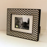 4x6 or 5x7 Navy Blue Chevron Zig Zag Photo Frame by JunebugsCC