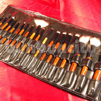 18 pcs GOAT HAIR COSMETIC MAKEUP BRUSHES SET (18)