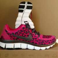 Women&#x27;s NIKE FREE 5.0 V4 Leopard Animal Fireberry Pink Running Shoe Size 9