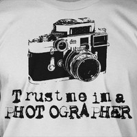 Trust Me I'm A Photographer Antique Camera Photography Screen Printed T-Shirt Tee Shirt T Shirt Mens Ladies Womens Youth Kids Funny Geek
