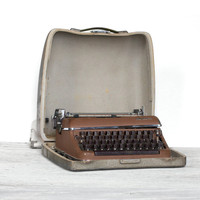 1950's Olympia De LuxeTypewriter by market203 on Etsy