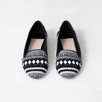 BLACK AND WHITE LOAFERS - WOMEN&#x27;S SHOES - SHOES -  France