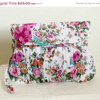 SALE White clutch purse in Fuschia hot pink flower cotton by Oyeta