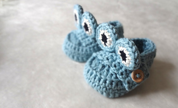 Blue  Frog Baby Moccasins by beliz82 on Etsy