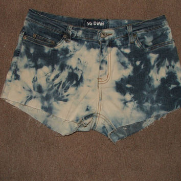 Tie Dye Shorts by HOUSEOFTEIWIATA on Etsy