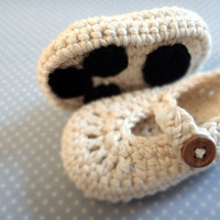 Polar Bear Paw Baby Booties by beliz82 on Etsy