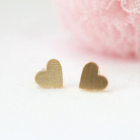 Little gold hearts  studs earrings by laonato on Etsy
