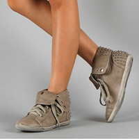 GRAY Women&#x27;s Studded Spi...