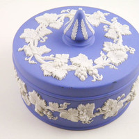 Wedgewood Lavender Jasperware Round Trinket Box Grapevine Motif