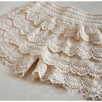 Sandysshop — Lace shorts - Beige