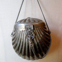 antique 1920s // silver clam shell purse by JerushadVintage