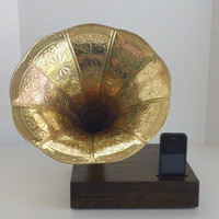 Acoustic  iPhone Speaker Dock w/ Ornate Gold Antique Phonograph Horn