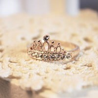 Fashion Golden aesthetic crown zircon ring