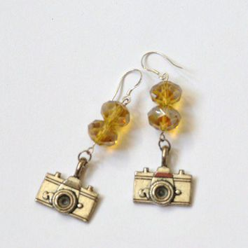 FILM STAR CAMERA Earrings with Picasso beads from gunsandpearls | Made By GUNS & PEARLS | £16.00 | Bouf