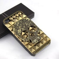 Skull With Rivet Hard Cover Case For Iphone 4/4s