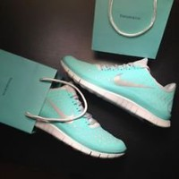 Nike Free Run 3.0 V4 RARE TIFF BLUE TROPICAL TWIST SIZE 7.5 NWOB!!!!