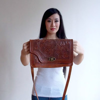 crossed shoulder bag / tooled bag / shoulder bag