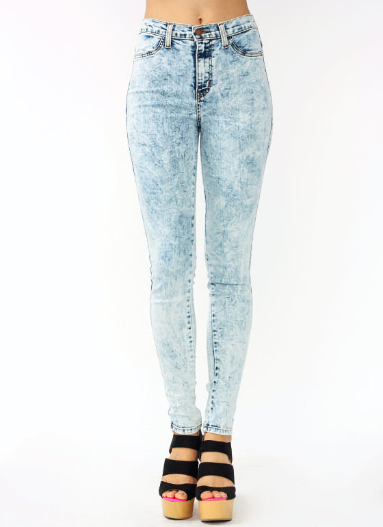 High Waisted Jeans | Ripped Jeans | Skinny Jeans Butt lift jeans and Brazilian levanta cola jeans are Moda Xpress best sellers! Available only by a small number of merchants, these styles of jeans are highly popular and very sought after.