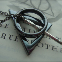 THE DEATHLY HALLOWS - Unisex Harry Potter Inspired Deathly Hallows Necklace Hematite Gunmetal Three Peverell Brothers Guy Man