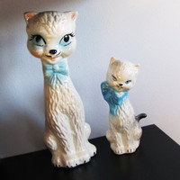 vintage pair of white ceramic cats. glazed ceramic pair of cats. cat statue. cat collection. cat collectible