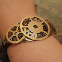 Steampunk Gear Bracelet Large by punqd on Etsy