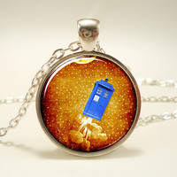 TARDIS Necklace, Doctor Who Time Machine Pendant (0938S1IN)