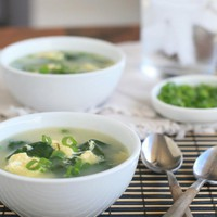 Quick and Easy Spinach Egg Drop Soup | Girl Cooks World